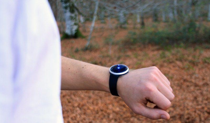 onomo adds wristband to its minimalist navigation device HAIZE