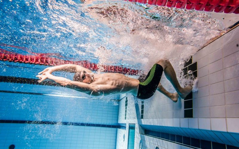 Exclusive Zoggs Predator range at Wiggle - in the pool, swim turn