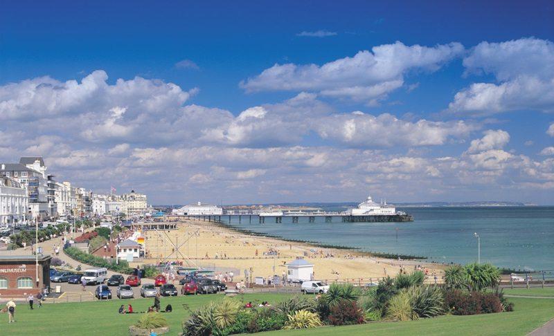 Eastbourne seafront - photo visiteastbourne.com