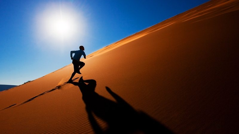 Dune running at sunset - photo OTB Sport