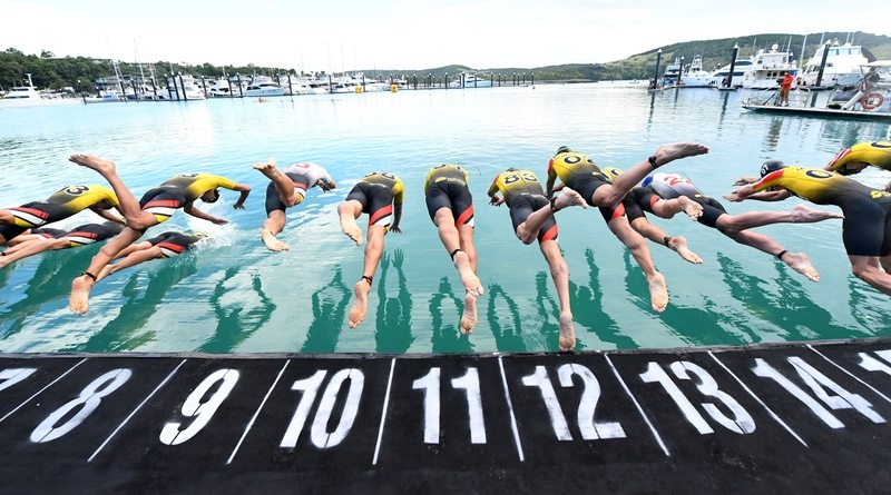 Competitors Dive In - Super League Triathlon Hamilton Island