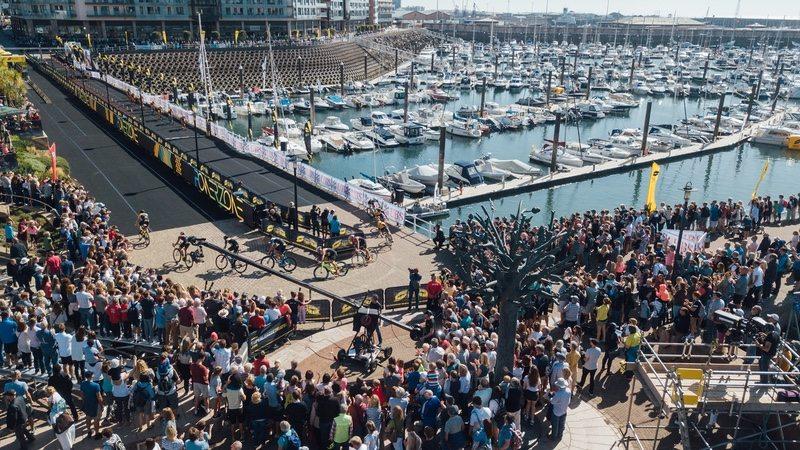 Super League Triathlon Jersey - crowds - photo Studio M