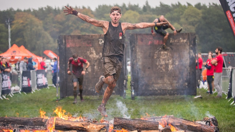 Spartan Race - UK athlete runs over fire