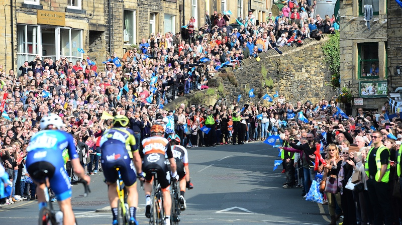 Picture by Simon Wilkinson/SWpix.com - 30/04/2017 - Cycling - 2017 Tour de Yorkshire - Stage 3, Bradford to Fox Valley - Sheffield The Peloton goes through massive crowds in Holmfirth