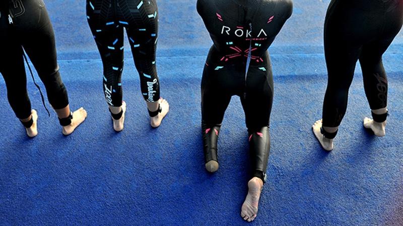 Paratriathletes line up at swim start - photo ITU Media Janos Schmidt